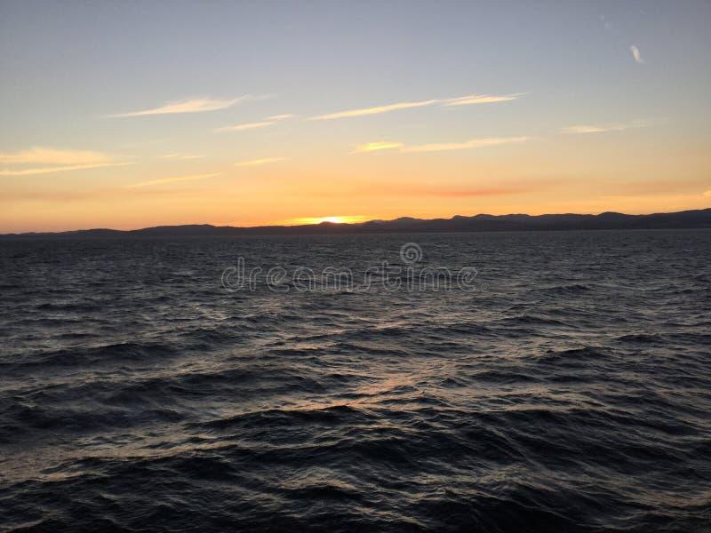 Tramonto sull'oceano fotografie stock