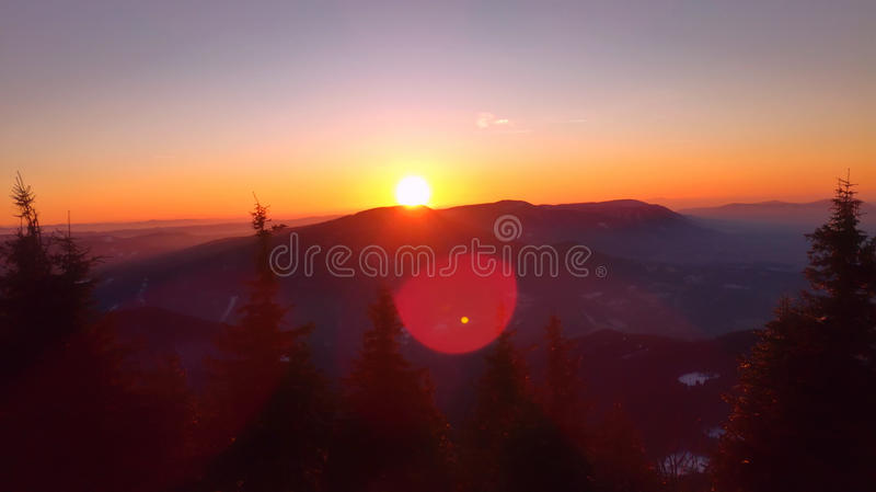 Tramonto sulla cima della montagna fotografie stock libere da diritti