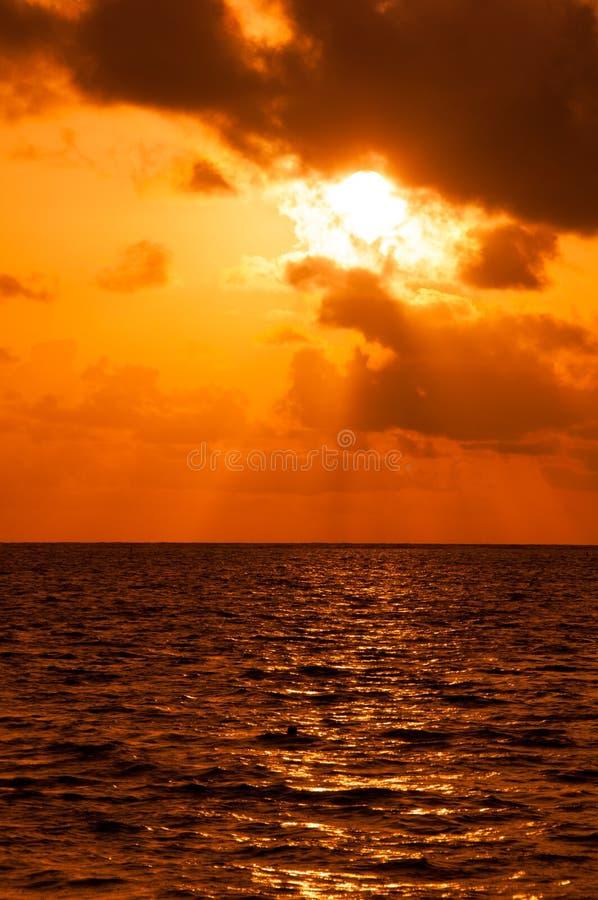 Tramonto sulla costa del mar dei Caraibi Tramonto domenicano immagine stock