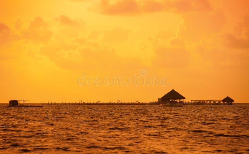 Tramonto sulla costa del mar dei Caraibi Tramonto domenicano fotografie stock