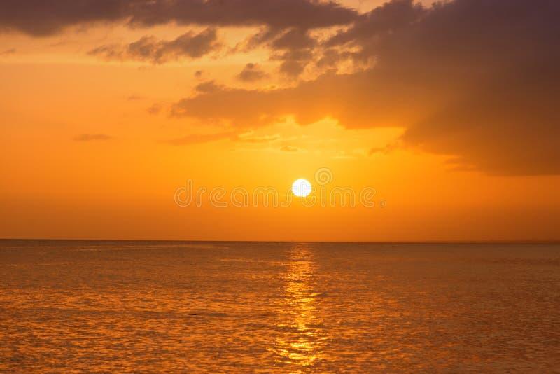Tramonto sulla costa del mar dei Caraibi Tramonto domenicano immagine stock libera da diritti