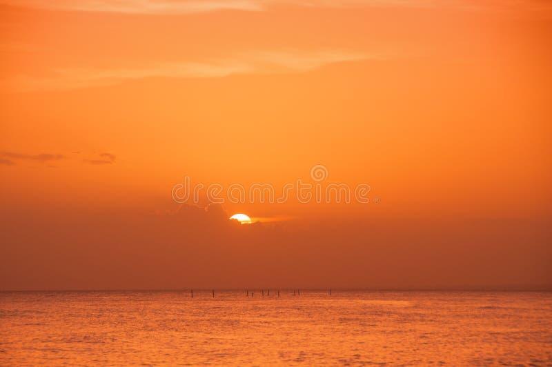 Tramonto sulla costa del mar dei Caraibi Tramonto domenicano immagini stock