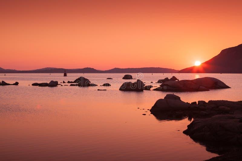 Tramonto sulla costa del Porto-Vecchio, Corsica fotografia stock libera da diritti