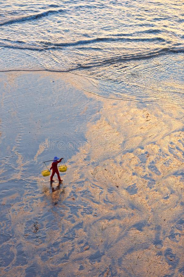 Tramonto sulla spiaggia di xiapu immagini stock