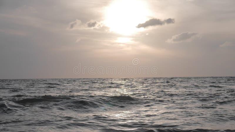 Tramonto sulla spiaggia, Italia fotografie stock libere da diritti