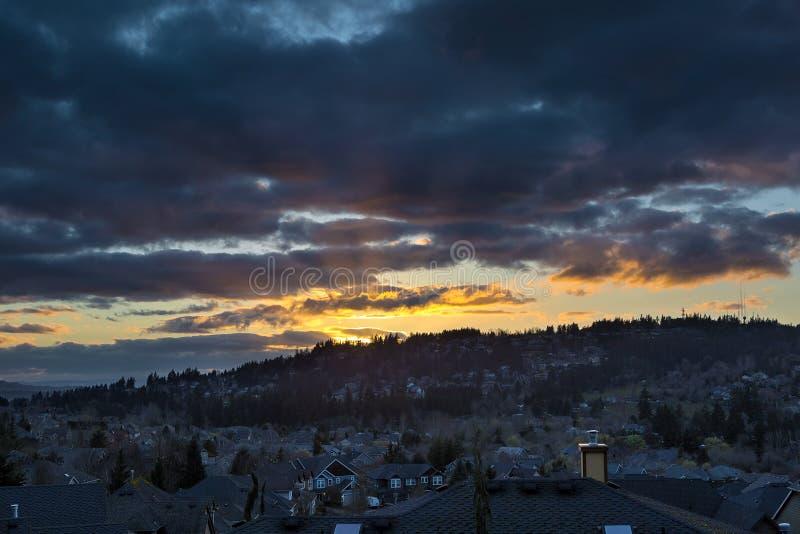 Tramonto tempestoso sopra la valle felice Oregon immagini stock libere da diritti
