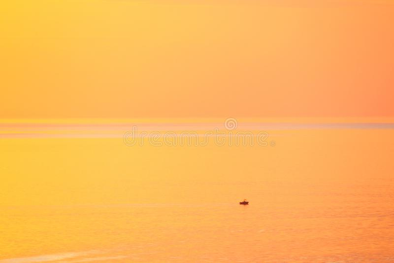 Tramonto tropicale dorato paesaggio immagine stock libera da diritti
