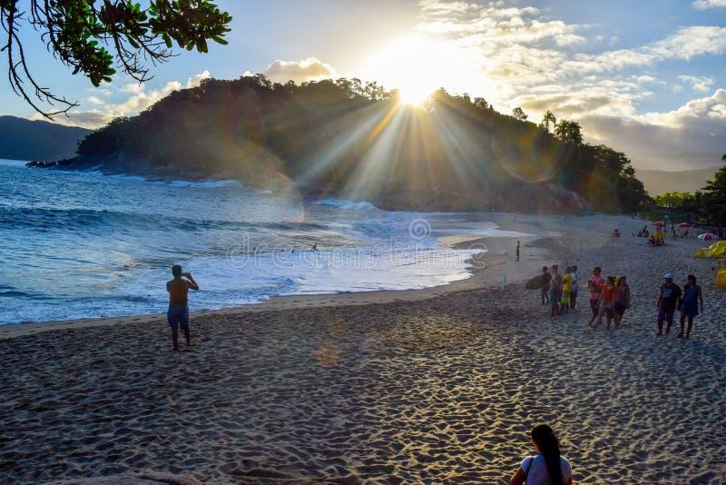 Tramonto in una spiaggia brasiliana fotografie stock libere da diritti