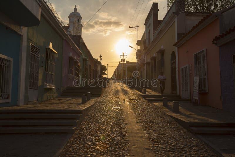 Tramonto in vecchia città coloniale del Bolivar di Ciudad, Venezuela fotografie stock