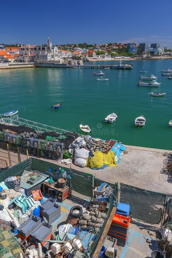 Trampas de la langosta en el puerto de Cascais, Portugal fotografía de archivo