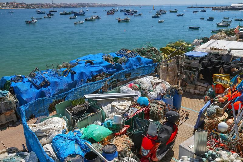 Trampas de la langosta en el puerto de Cascais, Portugal imágenes de archivo libres de regalías