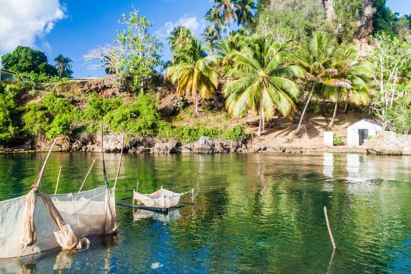 Trampas de la pesca en la boca de Rio Miel cerca de Baracoa, Cu imagen de archivo