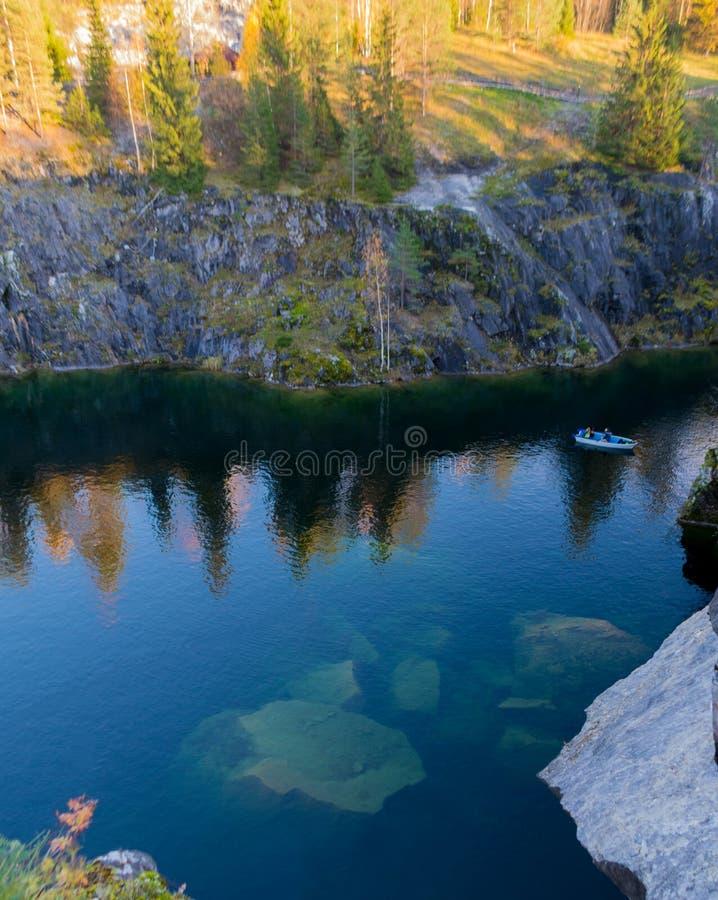 Trampas en el lago fotos de archivo