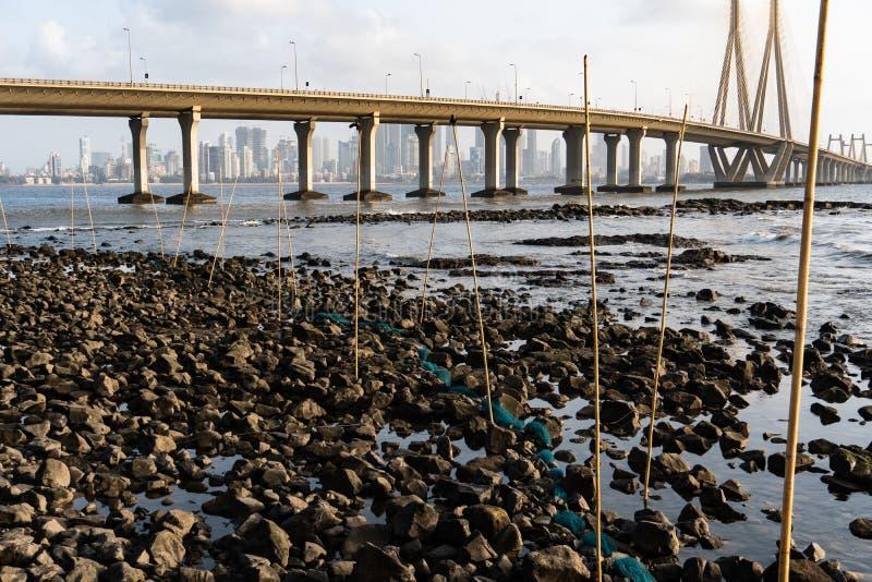 Trampas grandes de los pescados en Rocky Beach imagenes de archivo