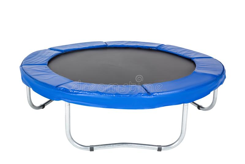 Trampolin för barn och vuxna människor för den roliga inomhus eller utomhus- konditionbanhoppningen på vit bakgrund Isolerad blå  arkivfoton