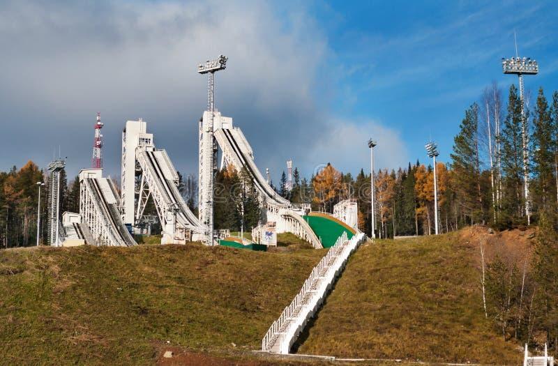 Trampolina kompleks na górze Tęsk w Nizhny Tagil Rosja zdjęcia royalty free