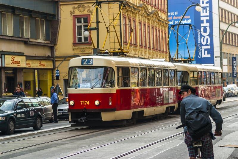 Trams in Praag stock afbeeldingen
