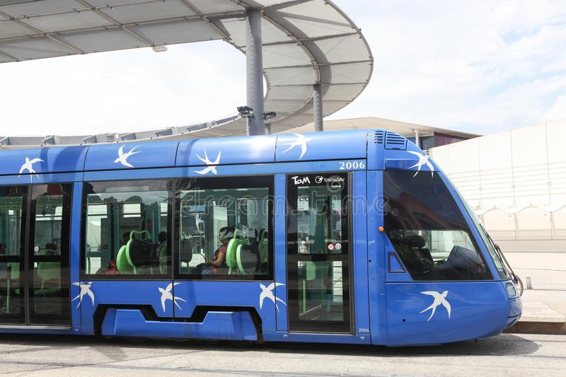 Tramspoor bij Plaatsde Frankrijk post in Monpellier, Frankrijk royalty-vrije stock fotografie
