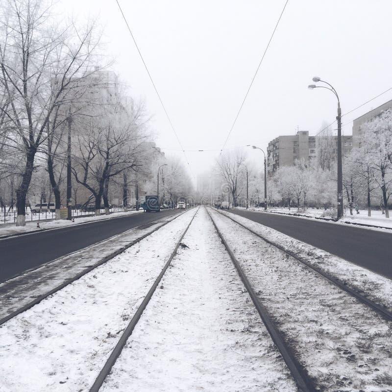 Tramsporen in de winter stock fotografie