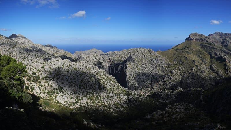 Tramuntana bergskedja och Flöde de Pareis kanjon, Mallorca, Spanien fotografering för bildbyråer
