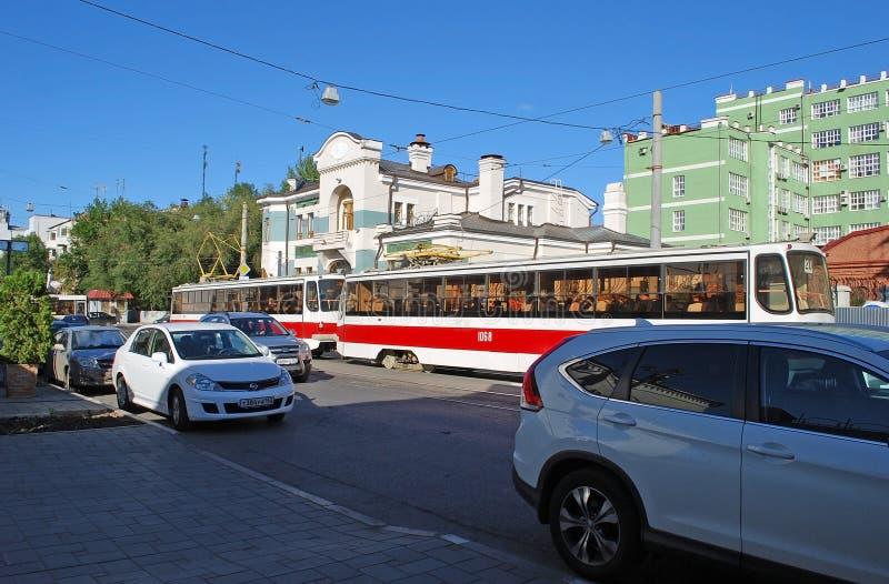 Tramwaj iść wzdłuż Krasnoarmeyskaya ulicy samara obraz royalty free