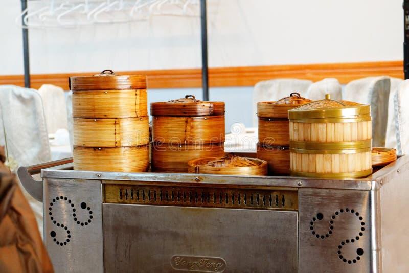 Tramwaj jedzenie w dim sum restauracji obrazy stock