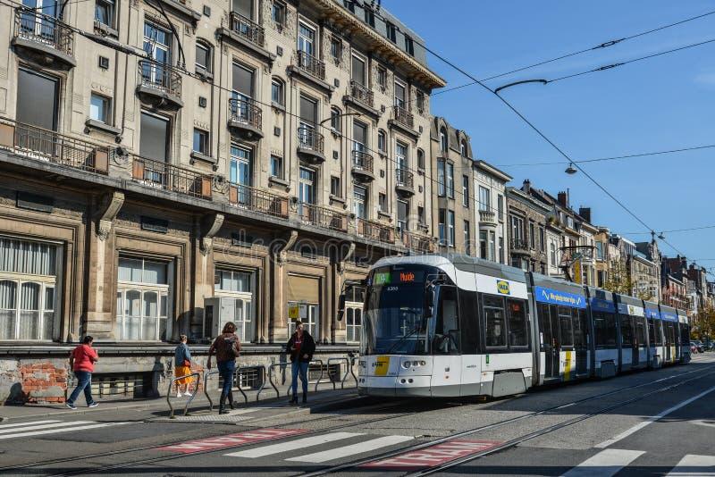 Tramwaj na ulicach Ghent, Belgia zdjęcie royalty free