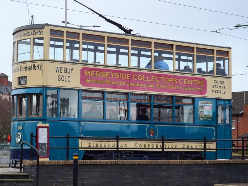 Tramwaj zatrzymujący przy Birkenhead na Wirral fotografia royalty free