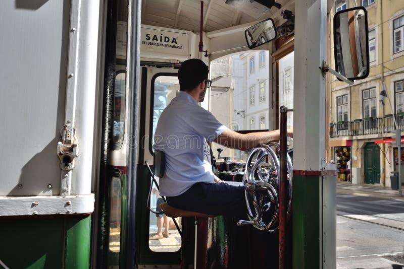 Tramwajowy kierowca, Lisbon, Portugalia obrazy royalty free