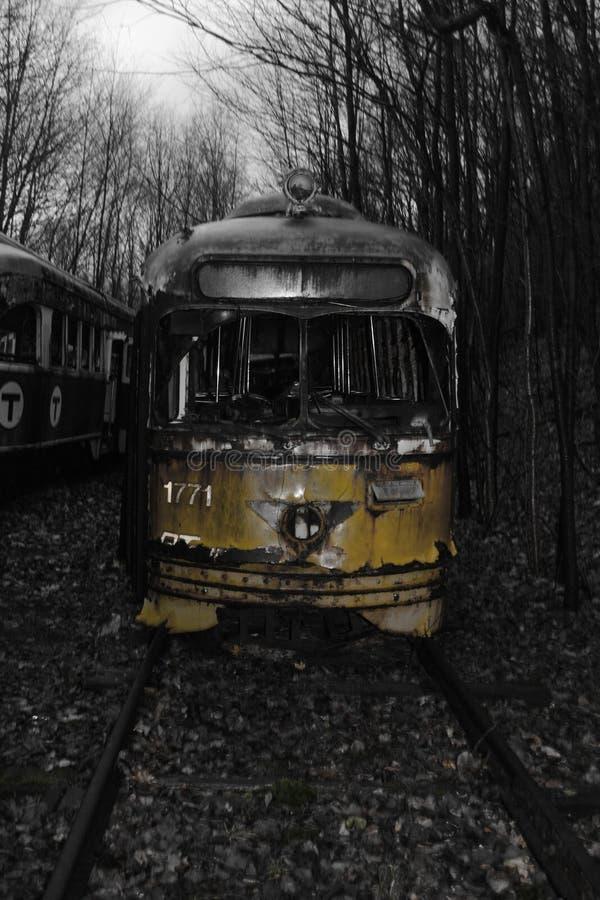 Tramwaju cmentarza Czarny & biały kolor żółty zdjęcia stock
