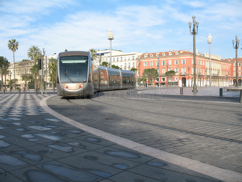 Tramway dans la ville de Nice image stock