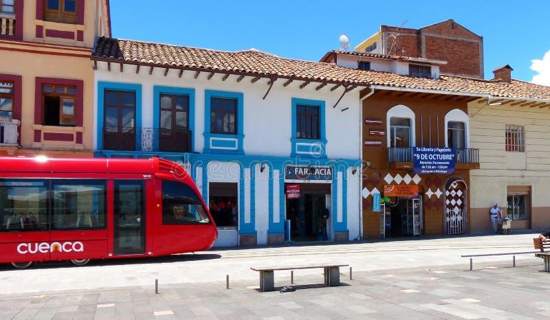 Tramway de ville au centre historique de la ville Cuenca photographie stock