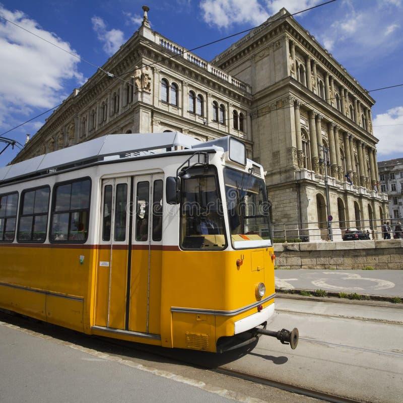 Tramway jaune à Budapest images stock