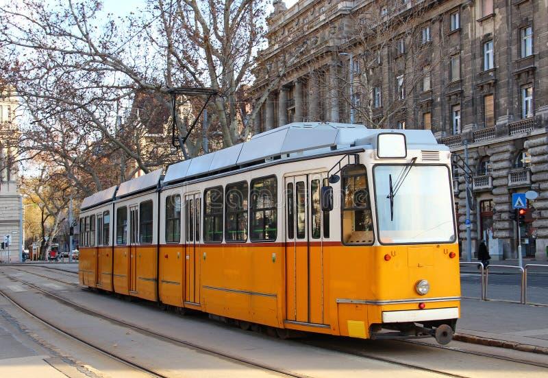 Tramway orange à Budapest image libre de droits