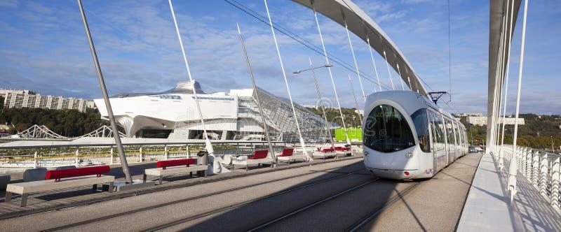 Tramway sur le pont de Raymond Barre, vue panoramique photos stock