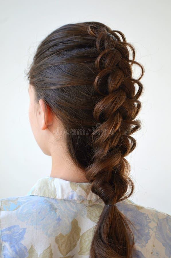 Trança francesa a céu aberto, penteado com comprimento médio do cabelo fotografia de stock royalty free