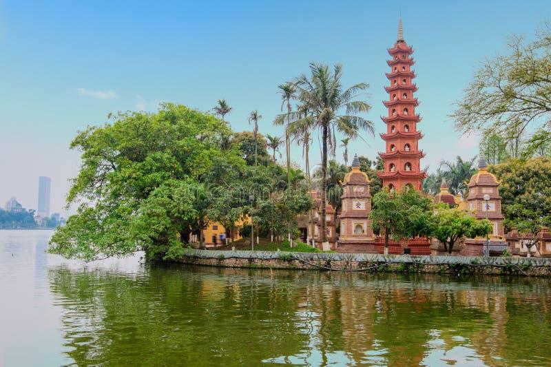 tran vietnam för hanoi pagodaquoc arkivbild