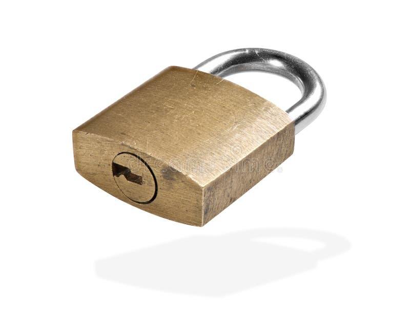Trancado velho cadeado dourado isolado em branco fotografia de stock