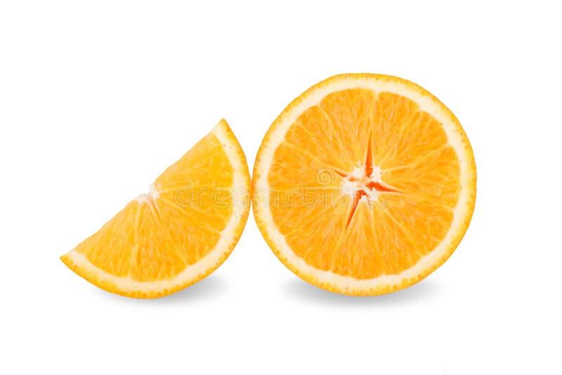 Tranche d'orange fraîche d'isolement sur le fond blanc photo libre de droits