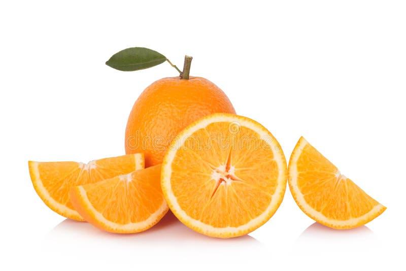 Tranche d'orange fraîche d'isolement sur le fond blanc photos stock
