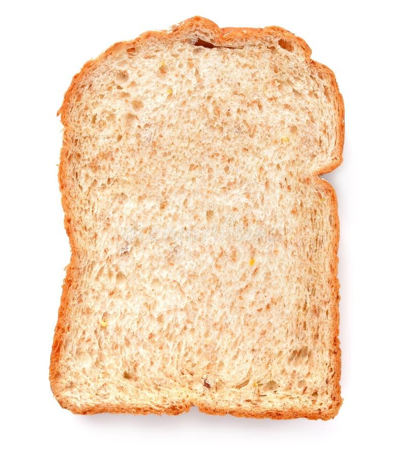 Tranche d'un pain de blé entier d'isolement sur un fond blanc images stock