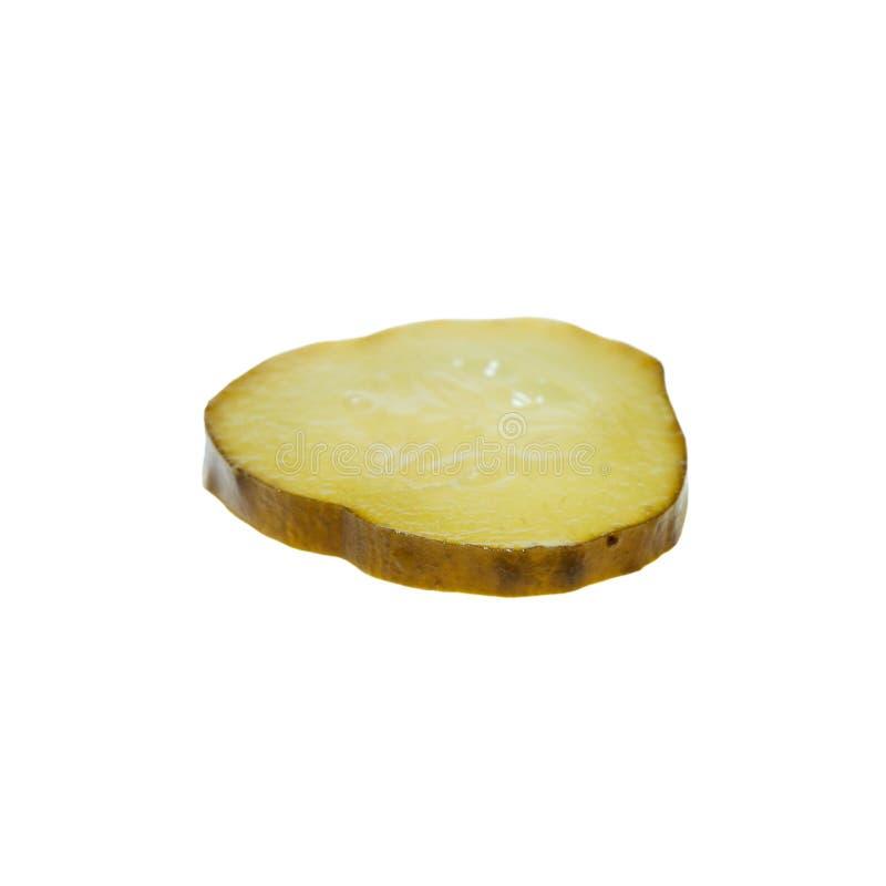 Tranche de concombre mariné d'isolement sur le fond blanc photos libres de droits