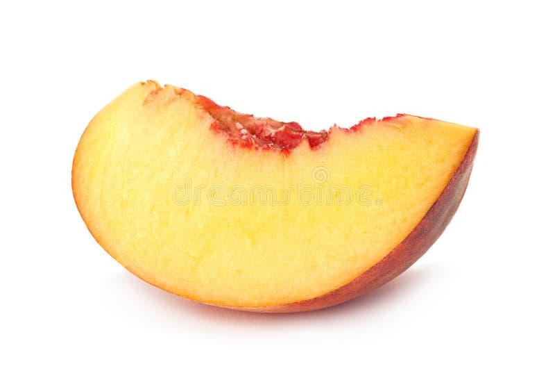 Tranche de fruit de p?che sur le blanc photo libre de droits