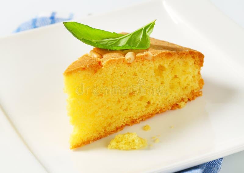 Tranche de gâteau mousseline de beurre photo libre de droits
