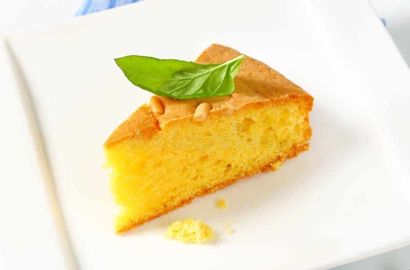 Tranche de gâteau mousseline de beurre photos stock
