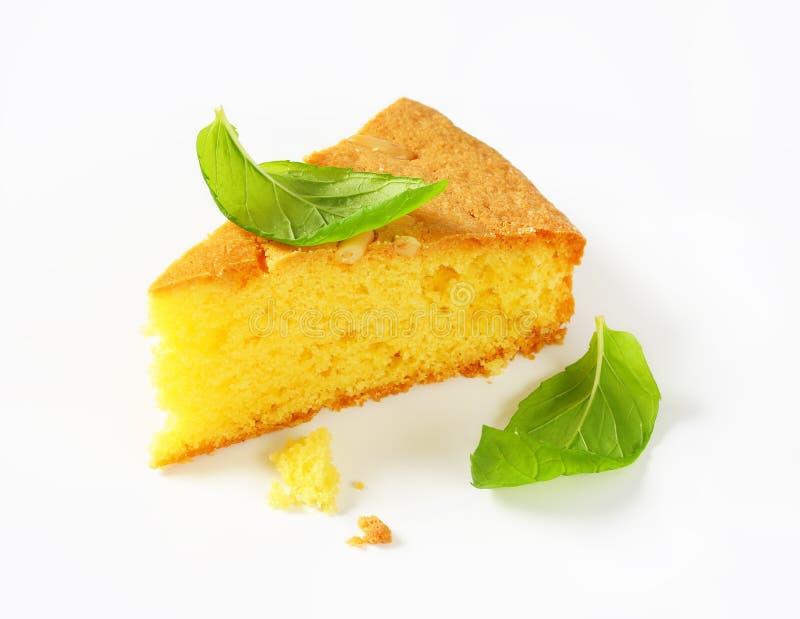 Tranche de gâteau mousseline de citron photographie stock
