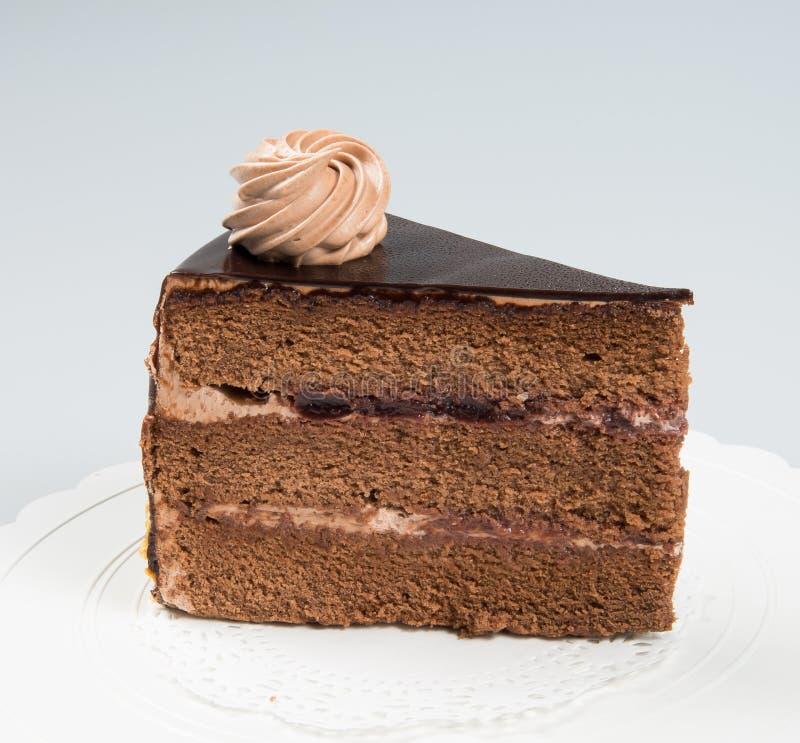 tranche de gâteau ou de gâteau de chocolat sur un fond photo libre de droits
