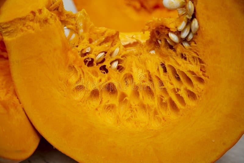 Tranche de plan rapproché légume-orange savoureux et sain de potiron images stock