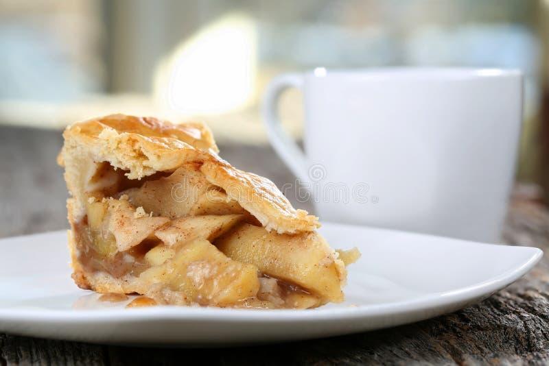 Tranche de tarte aux pommes images libres de droits