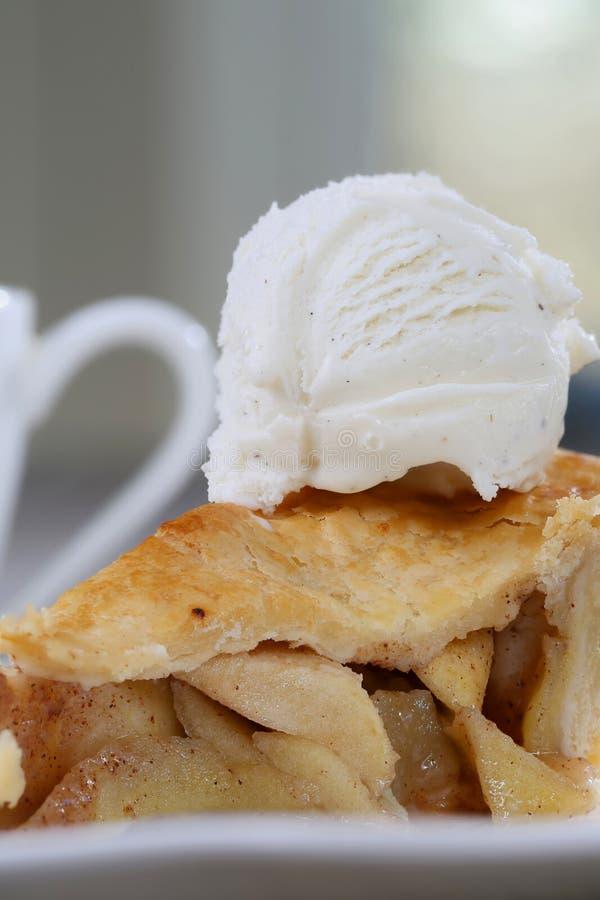 Tranche de tarte aux pommes image stock